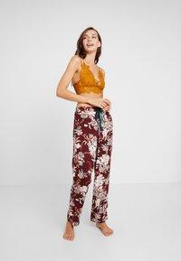 DORINA CURVES - MURIELPYJAMA PANTS - Pyjama bottoms - red - 1