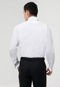 dobell - REGULAR FIT - Formal shirt - white - 2