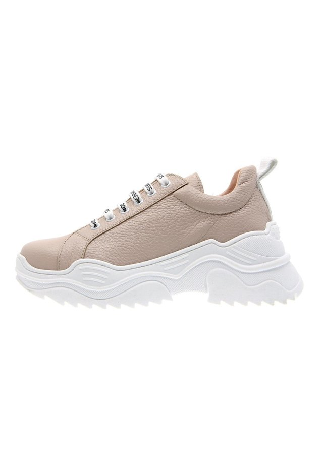 Trainers - nude