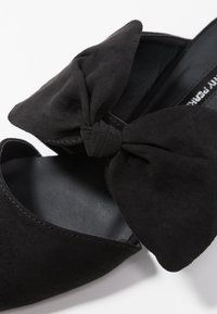 Dorothy Perkins - PHEONIX - Pantolette flach - black - 5