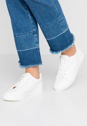 IRIS - Sneaker low - white