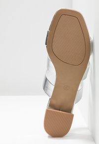 Dorothy Perkins - STORMY - Mules - silver - 6