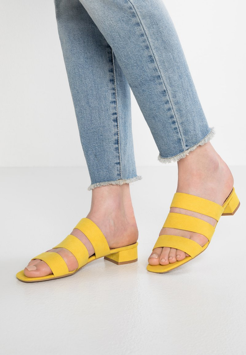 Dorothy Perkins - STORMY - Pantolette flach - yellow