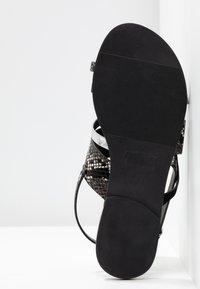 Dorothy Perkins - FANGS - Sandály s odděleným palcem - black - 6