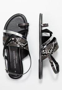 Dorothy Perkins - FANGS - Sandály s odděleným palcem - black - 3
