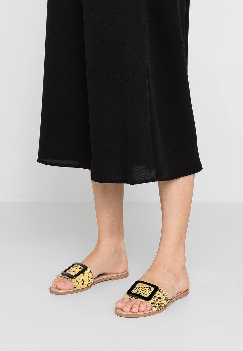 Dorothy Perkins - FREYA SQUARE BUCKLE MULE - Pantolette flach - yellow