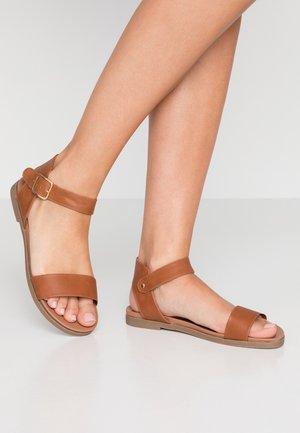 FRAN FOOTBED - Sandaalit nilkkaremmillä - tan