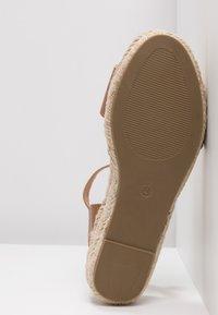 Dorothy Perkins - RHIANNON 2 PART FLATFORM - Platform sandals - tan - 6