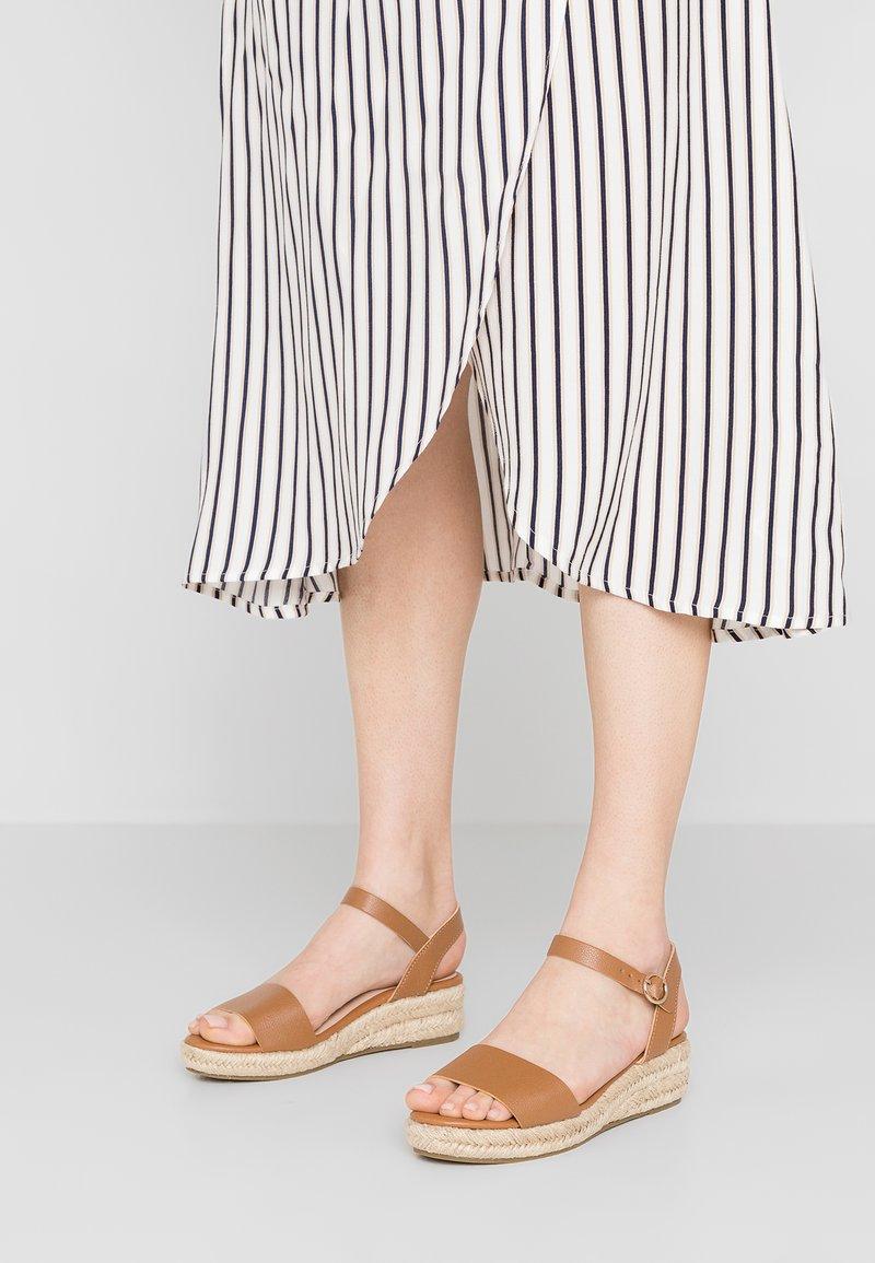 Dorothy Perkins - RHIANNON 2 PART FLATFORM - Platform sandals - tan