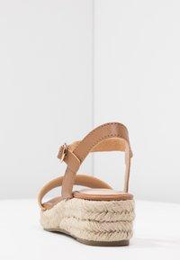 Dorothy Perkins - RHIANNON 2 PART FLATFORM - Platform sandals - tan - 5