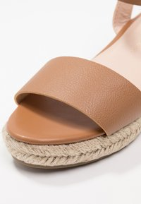 Dorothy Perkins - RHIANNON 2 PART FLATFORM - Platform sandals - tan - 2