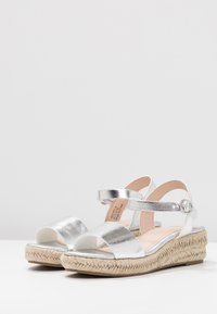 Dorothy Perkins - RHIANNON 2 PART FLATFORM - Platform sandals - silver - 4