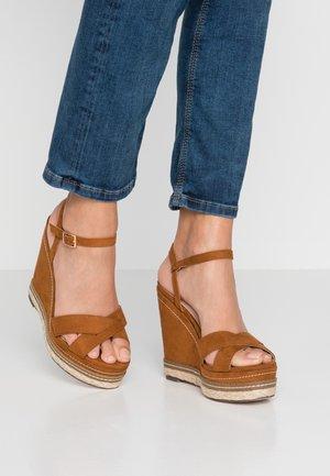 ROSIE CROSS OVER WEDGE - High Heel Sandalette - tan