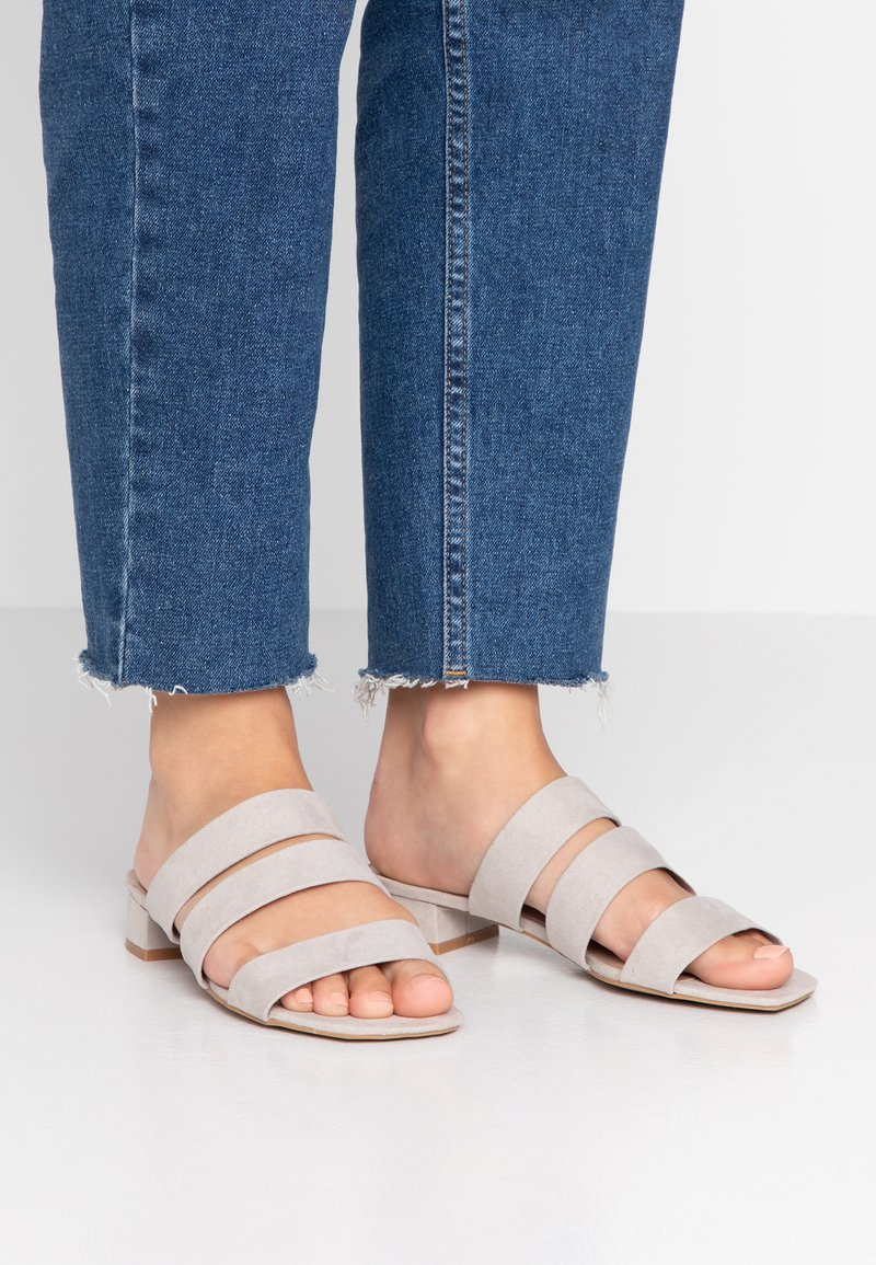 Dorothy Perkins - STORMY - Pantolette flach - grey