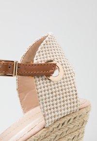 Dorothy Perkins - RAYA WEDGE - Sandály na platformě - nude - 2