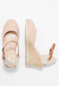 Dorothy Perkins - RAYA WEDGE - Sandály na platformě - nude - 3