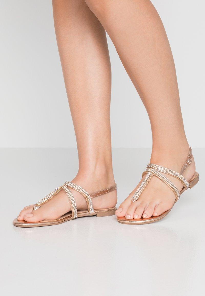 Dorothy Perkins - FARAWAY T-BAR TOEPOST - Sandály s odděleným palcem - rose-gold