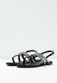 Dorothy Perkins - FARAWAY T-BAR TOEPOST - Sandály s odděleným palcem - black - 4