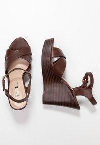 Dorothy Perkins - RADICAL STACKED 70S WEDGE - Sandály na vysokém podpatku - chocolate - 3
