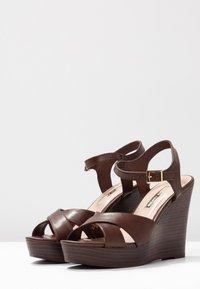 Dorothy Perkins - RADICAL STACKED 70S WEDGE - Sandály na vysokém podpatku - chocolate - 4