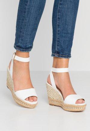 RHODE WEDGE - Korolliset sandaalit - white