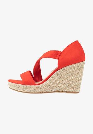 RAVELLO ASYMETTRIC WEDGE - Korolliset sandaalit - orange