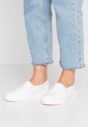 IVY TRAINER - Nazouvací boty - white