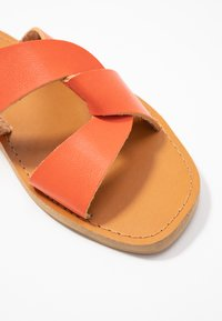 Dorothy Perkins - FAWCETT - Mules - orange - 2