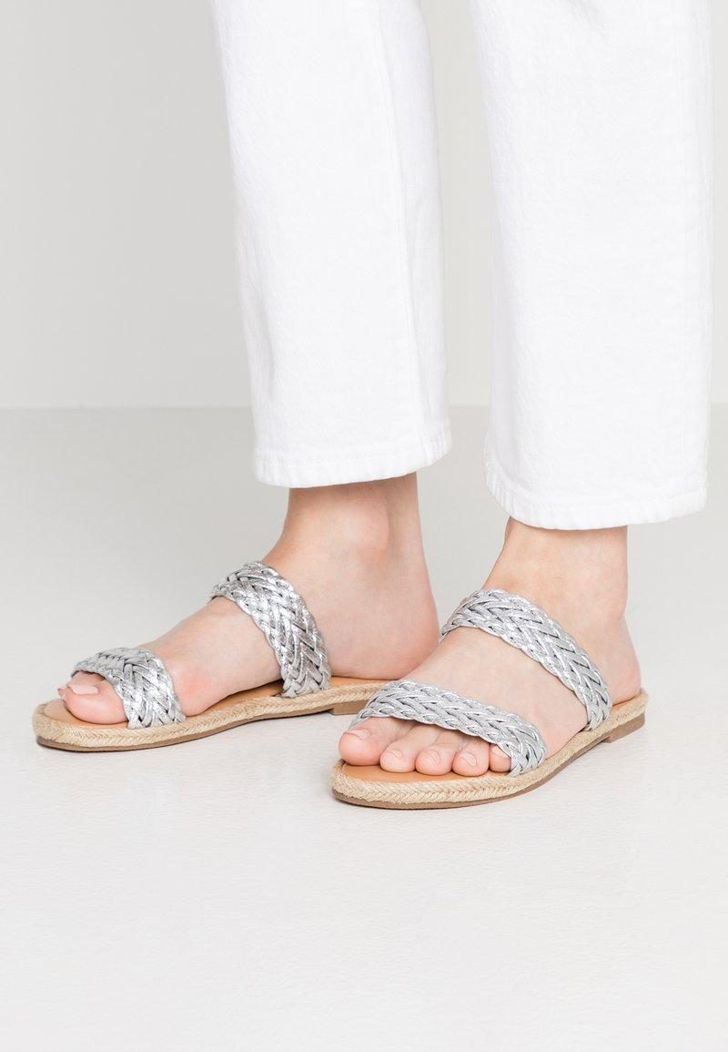 Dorothy Perkins - FLINT - Mules - silver