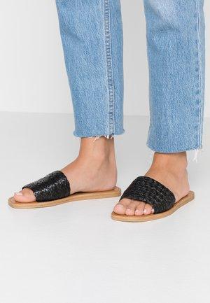 FLAVIA - Pantofle - black