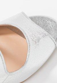 Dorothy Perkins - BREA CROSS OVER - Sandali con tacco - silver - 2
