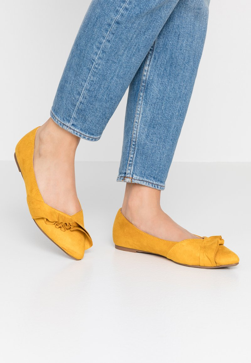 Dorothy Perkins - PITI RUFFLE POINT  - Klassischer  Ballerina - yellow