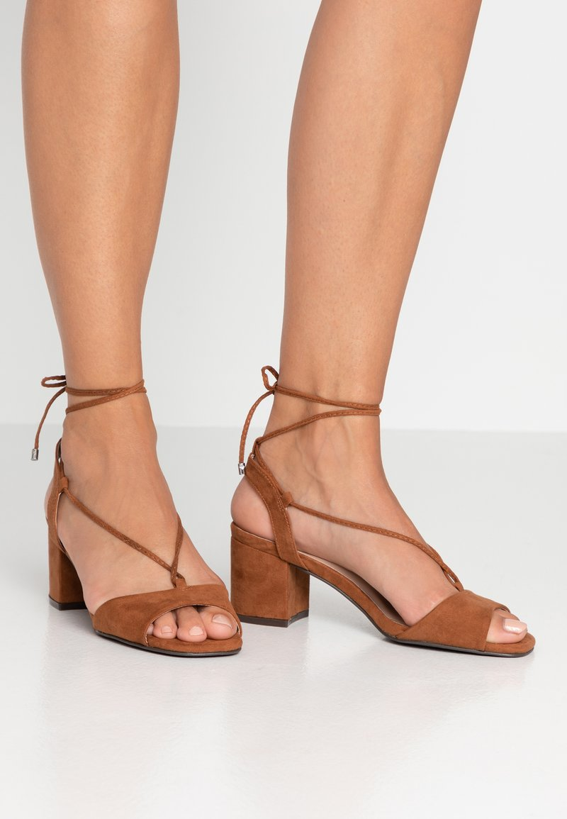 Dorothy Perkins - LACE UP - Sandály - tan