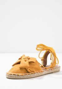 Dorothy Perkins - TWO PART BOW  - Espadrilles - mustard - 4