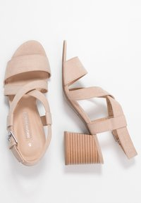 Dorothy Perkins - BEAMER BEAN EASY CROSS OVER STACK HEEL - Sandály - nude - 3