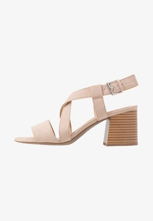 BEAMER BEAN EASY CROSS OVER STACK HEEL - Sandales - nude