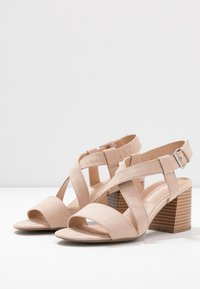 Dorothy Perkins - BEAMER BEAN EASY CROSS OVER STACK HEEL - Sandály - nude - 4