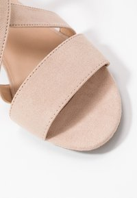 Dorothy Perkins - BEAMER BEAN EASY CROSS OVER STACK HEEL - Sandály - nude - 2