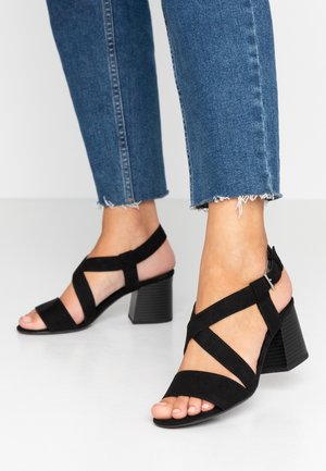 BEAMER BEAN EASY CROSS OVER STACK HEEL - Sandals - black