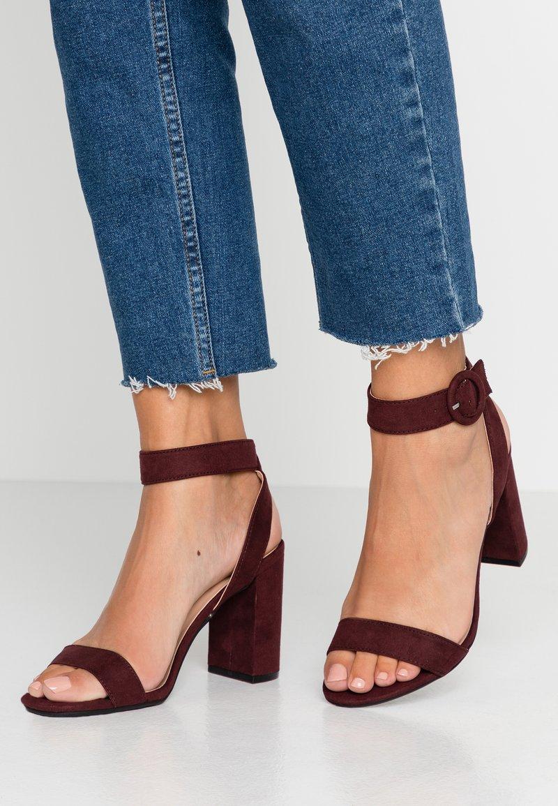 Dorothy Perkins - BIKINI BLOCK  - Højhælede sandaletter / Højhælede sandaler - burgundy