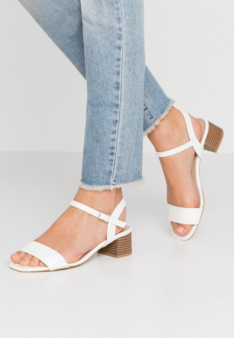 Dorothy Perkins - BRIGHT SQUARE TOE BLOCK HEEL - Sandaler - white