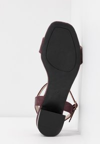 Dorothy Perkins - BRIGHT SQUARE TOE BLOCK HEEL - Sandali - burgundy - 6