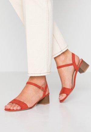 BRIGHT SQUARE TOE BLOCK HEEL - Sandals - orange