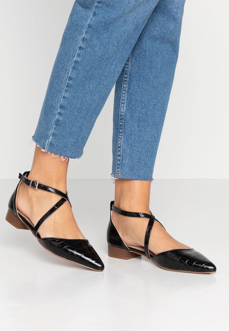 Dorothy Perkins - CROSS STRAP - Ankle strap ballet pumps - black