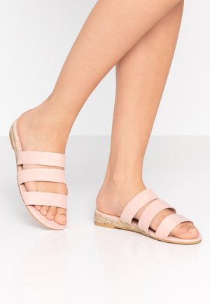 FOREVER TRIPLE STRAP MINI WEDGE - Mules - pink