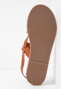 Dorothy Perkins - FABIENNE TRIPLE STRAP GLAD T-BAR - Tongs - tan - 6