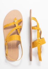 Dorothy Perkins - FABIENNE TRIPLE STRAP GLAD T-BAR - Tongs - yellow - 3