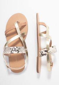Dorothy Perkins - FABIENNE TRIPLE STRAP GLAD T-BAR - Sandály s odděleným palcem - metallic - 3