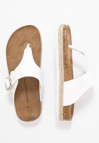 Dorothy Perkins - FABLE FOOTBED TOE POST - Sandály s odděleným palcem - white - 3