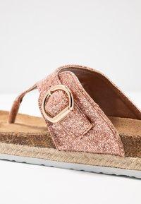 Dorothy Perkins - FABLE FOOTBED TOE POST - tåsandaler - rose gold glitter - 2
